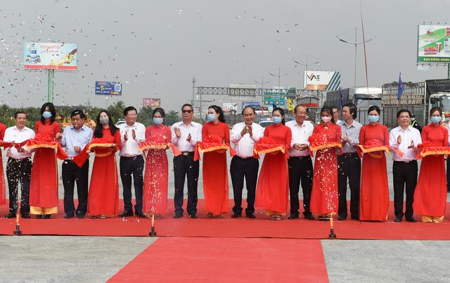 Thủ tướng Nguyễn Xuân Phúc: Phải khánh thành tuyến cao tốc mẫu mực Trung Lương - Mỹ Thuận trong năm 2021 - Ảnh 1.