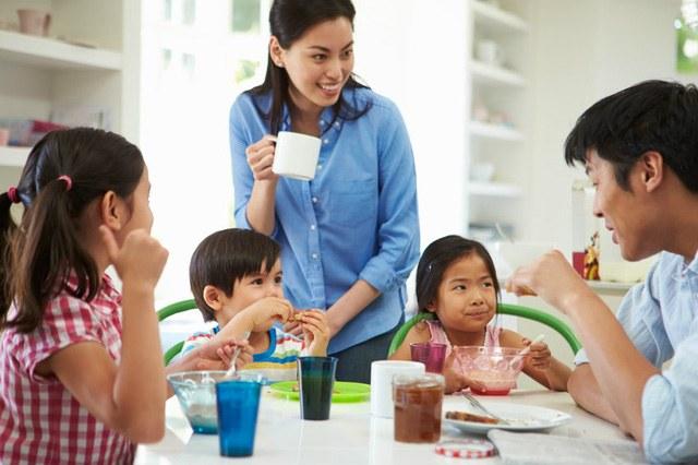Chuyên gia Đại học Harvard: 4 thời gian đặc biệt trong ngày cha mẹ nên ở bên cạnh con, có thể thay đổi cuộc đời đứa trẻ - Ảnh 2.