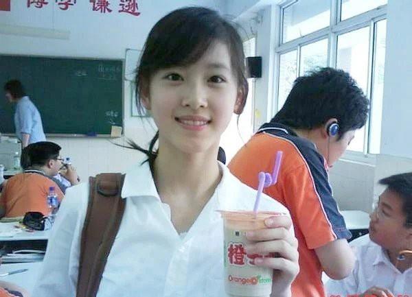 Từ hotgirl trà sữa trở thành nữ tỷ phú ở tuổi 27: Tiền và chất xám là 2 thứ quan trọng nhất để đem tới cơ hội - Ảnh 1.