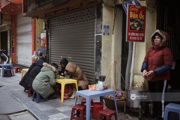 Chùm ảnh: Hà Nội rét kỷ lục, chạm ngưỡng 10 độ nhưng quán xá vẫn tấp nập, dân tình xì xụp ăn uống đủ các món mùa đông - Ảnh 14.