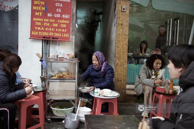 Chùm ảnh: Hà Nội rét kỷ lục, chạm ngưỡng 10 độ nhưng quán xá vẫn tấp nập, dân tình xì xụp ăn uống đủ các món mùa đông - Ảnh 8.