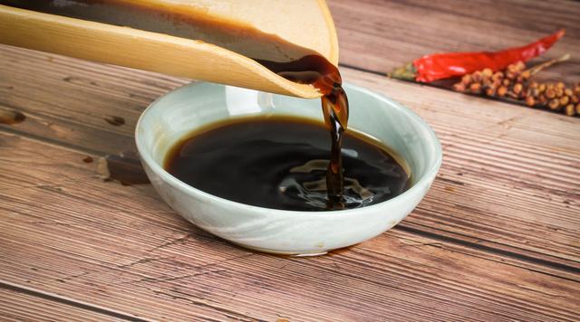 Những kiểu dùng xì dầu cực kỳ độc hại, trực tiếp tác động đến cơ thể và sức khỏe mà rất nhiều gia đình Việt đang mắc phải - Ảnh 2.