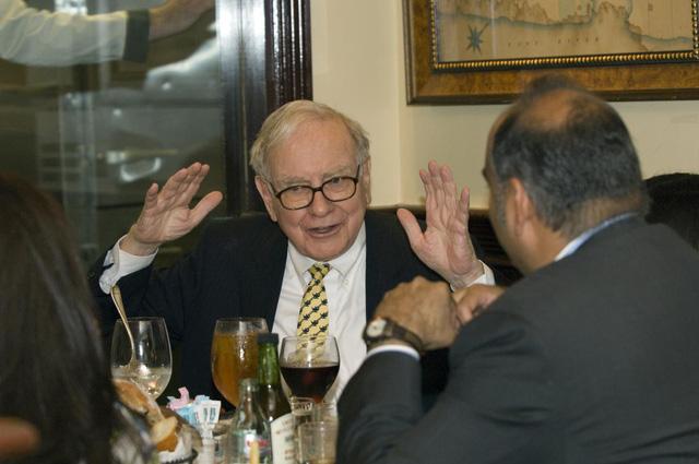 """""""13 điều tuyệt vời tôi học được trong bữa trưa với Warren Buffett"""": Hãy hào phóng với người khác! - Ảnh 3."""