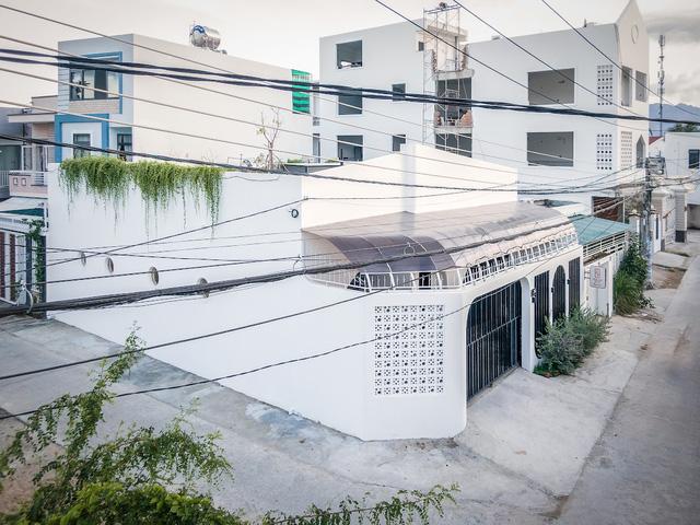 Đôi vợ chồng chi 3 tỷ xây căn nhà phố một tầng đẹp như mơ - Ảnh 2.