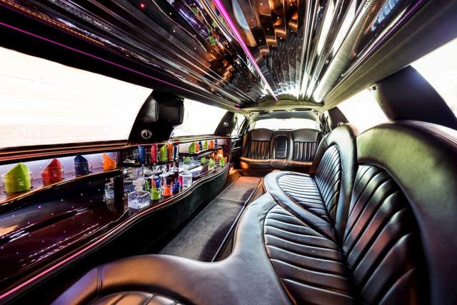 BST xe của những tỷ phú keo kiệt nhất thế giới: Nhiều hàng khủng, hàng hiếm, tổng trị giá hàng triệu đô - Ảnh 3.