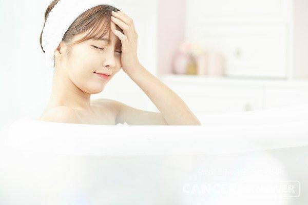 Bạn có biết về phương pháp kỳ diệu tắm nửa người và làm thế nào để đạt được hiệu quả tốt nhất cho sức khoẻ? - Ảnh 1.