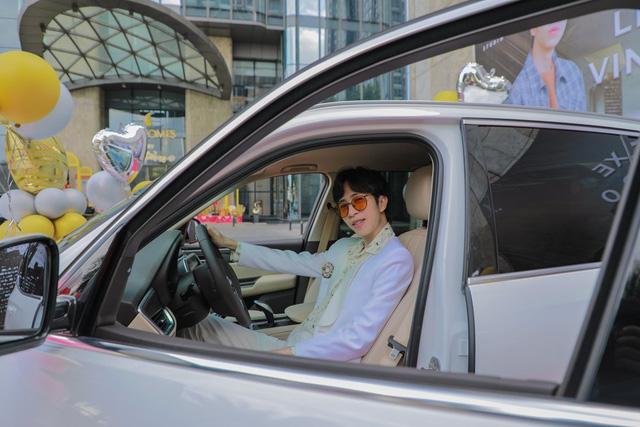 Soi dàn xế hộp tiền tỷ của dàn streamer Việt, nể nhất Độ Mixi chỉ coi Mercedes GLC như mô hình - Ảnh 5.