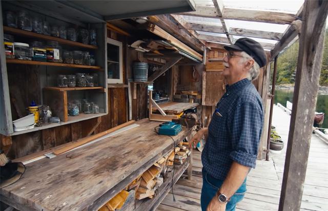 Ông lão mua một căn nhà rộng 70m2 trên mặt nước, sống nhàn nhã một mình hơn 30 năm: Không bị vật chất bó buộc , thế giới tinh thần trở nên phong phú hơn! - Ảnh 33.