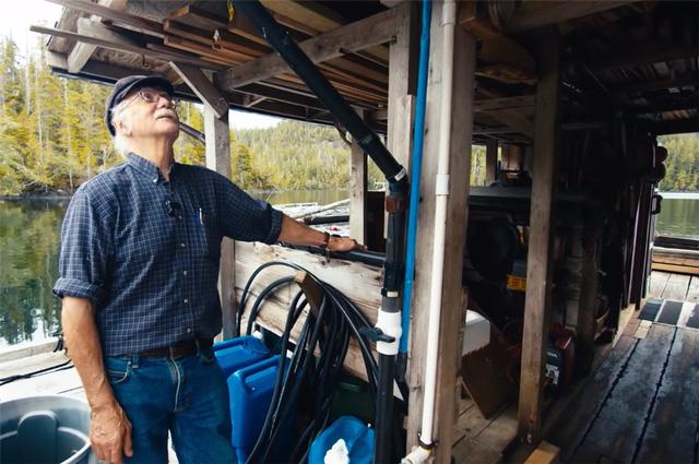 Ông lão mua một căn nhà rộng 70m2 trên mặt nước, sống nhàn nhã một mình hơn 30 năm: Không bị vật chất bó buộc , thế giới tinh thần trở nên phong phú hơn! - Ảnh 43.