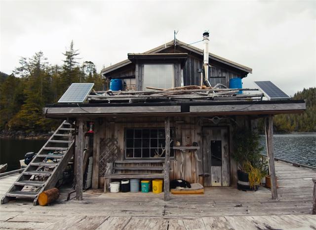 Ông lão mua một căn nhà rộng 70m2 trên mặt nước, sống nhàn nhã một mình hơn 30 năm: Không bị vật chất bó buộc , thế giới tinh thần trở nên phong phú hơn! - Ảnh 8.