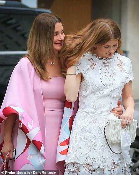 Ái nữ nhà tỷ phú Bill Gates lộ diện trước đám cưới, visual tựa công chúa của cô dâu mới khiến fan nức nở đẹp nhất từ trước đến nay - Ảnh 1.
