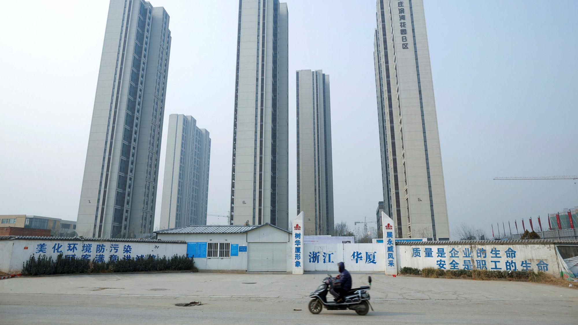 Economist: Khủng hoảng bất động sản sẽ khiến mô hình tăng trưởng kinh tế của Trung Quốc sụp đổ  - Ảnh 2.