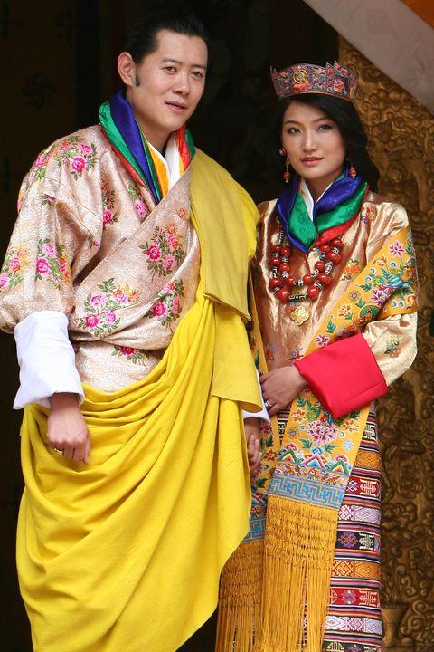 Đăng ảnh kỷ niệm 10 năm ngày cưới, Hoàng hậu vạn người mê Bhutan khiến dư luận phát sốt với vẻ ngoại hình hiện tại - Ảnh 2.