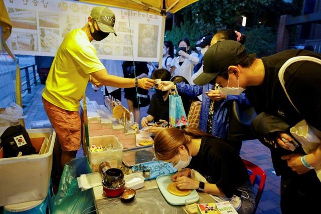 Kẹo đường xuất hiện trong Squid Game thành cơn sốt mới ở Hàn Quốc - Ảnh 3.