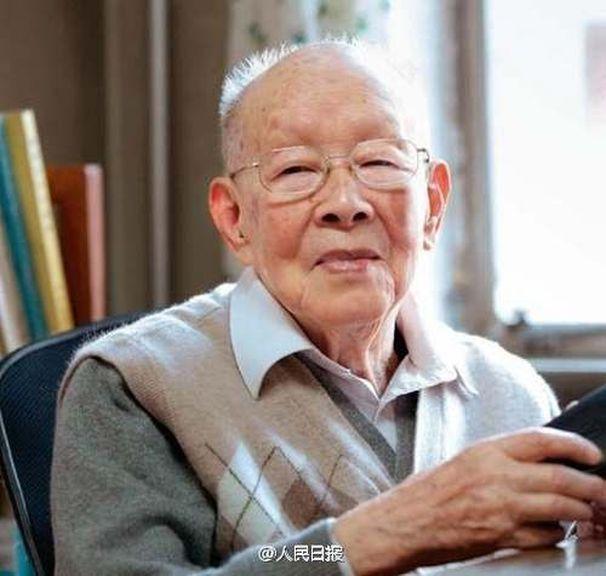 Nhà ngôn ngữ học 111 tuổi đúc kết bí quyết sống thọ chỉ bằng 5 câu đơn giản - Ảnh 1.