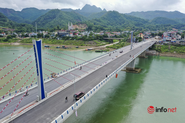 Toàn cảnh cây cầu gần 600 tỷ nối 2 bờ sông Đà vừa thông xe - Ảnh 1.