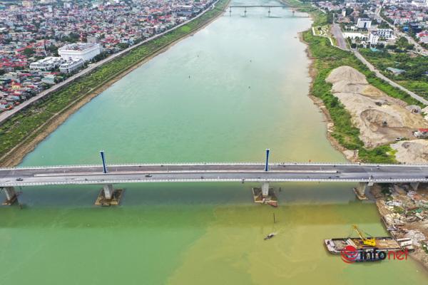 Toàn cảnh cây cầu gần 600 tỷ nối 2 bờ sông Đà vừa thông xe - Ảnh 2.