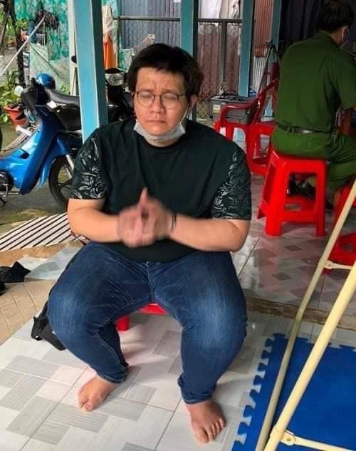 Cục Cảnh sát Hình sự - Bộ Công an khám xét khẩn cấp nhà Nhâm Hoàng Khang, thu giữ nhiều tài liệu - Ảnh 1.