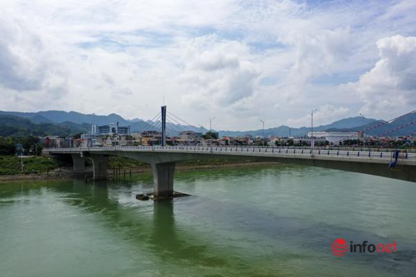 Toàn cảnh cây cầu gần 600 tỷ nối 2 bờ sông Đà vừa thông xe - Ảnh 3.
