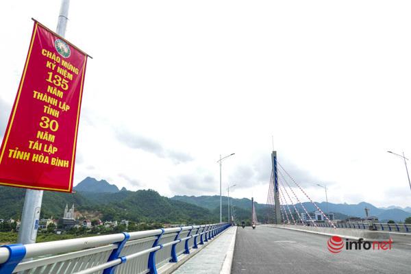 Toàn cảnh cây cầu gần 600 tỷ nối 2 bờ sông Đà vừa thông xe - Ảnh 4.