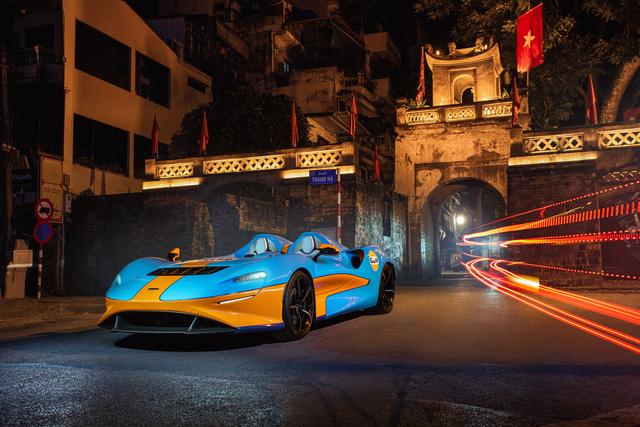 Siêu phẩm không kính McLaren Elva bất ngờ lộ ảnh thả dáng tại Hà Nội, kết thúc hành trình vòng quanh thế giới - Ảnh 1.