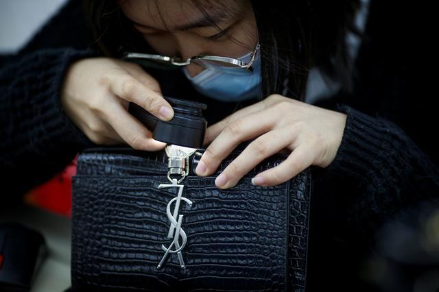 Nối tiếp đại dịch, cơn ác mộng tiếp theo đang xảy đến với thời trang xa xỉ: Đồ hiệu second-hand!  - Ảnh 9.