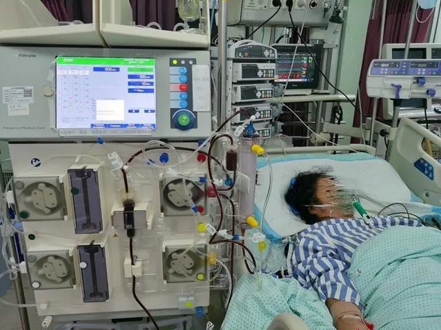 Người phụ nữ bị suy đa tạng, chảy nhiều máu vì thói quen dùng thuốc nhiều người làm khi đau đầu, đau bụng - Ảnh 1.