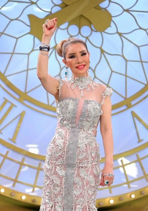 Bà lão Lọ Lem U60: Hốt được chồng là tỷ phú Dubai giàu nứt đố đổ vách vẫn tự tin tuyên bố một câu khiến ai cũng kiêng nể - Ảnh 2.
