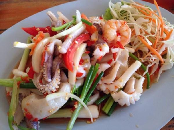 Ăn món gỏi, tái đã miệng, nhiều người Việt đang tự phá hủy đại trực tràng  - Ảnh 2.