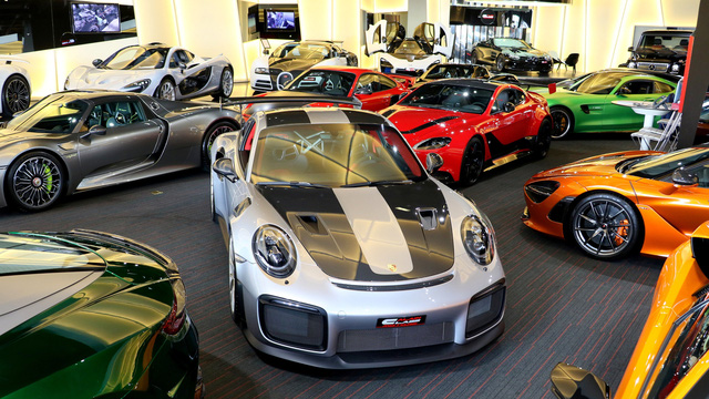 Bên trong showroom khét tiếng chuyên bán hyper-car cho đại gia Việt: Có phòng 'bạch kim' toàn xe khủng, từng chiếc được lau chùi 2-3 lần mỗi ngày, khách hàng siêu VIP được dâng xe đến tận nhà  - Ảnh 11.