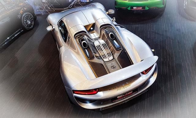 Bên trong showroom khét tiếng chuyên bán hyper-car cho đại gia Việt: Có phòng 'bạch kim' toàn xe khủng, từng chiếc được lau chùi 2-3 lần mỗi ngày, khách hàng siêu VIP được dâng xe đến tận nhà  - Ảnh 14.