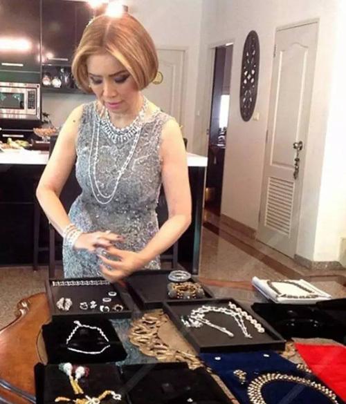 Bà lão Lọ Lem U60: Hốt được chồng là tỷ phú Dubai giàu nứt đố đổ vách vẫn tự tin tuyên bố một câu khiến ai cũng kiêng nể - Ảnh 5.