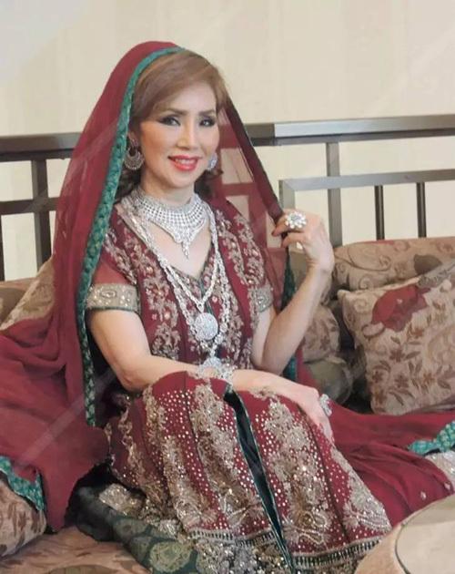 Bà lão Lọ Lem U60: Hốt được chồng là tỷ phú Dubai giàu nứt đố đổ vách vẫn tự tin tuyên bố một câu khiến ai cũng kiêng nể - Ảnh 7.