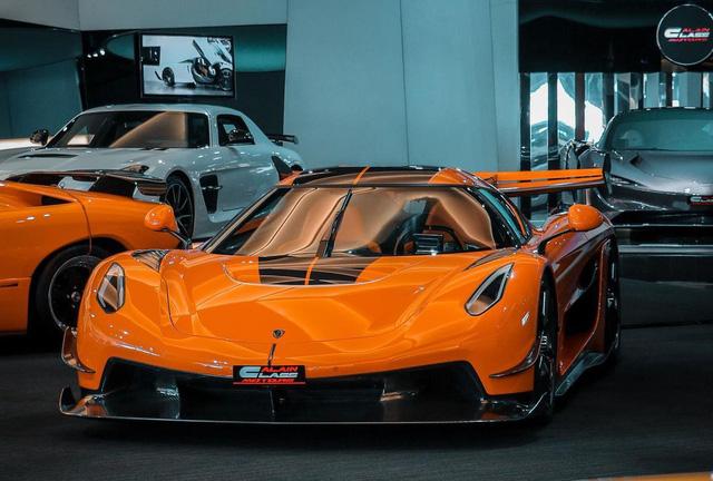 Bên trong showroom khét tiếng chuyên bán hyper-car cho đại gia Việt: Có phòng 'bạch kim' toàn xe khủng, từng chiếc được lau chùi 2-3 lần mỗi ngày, khách hàng siêu VIP được dâng xe đến tận nhà  - Ảnh 8.
