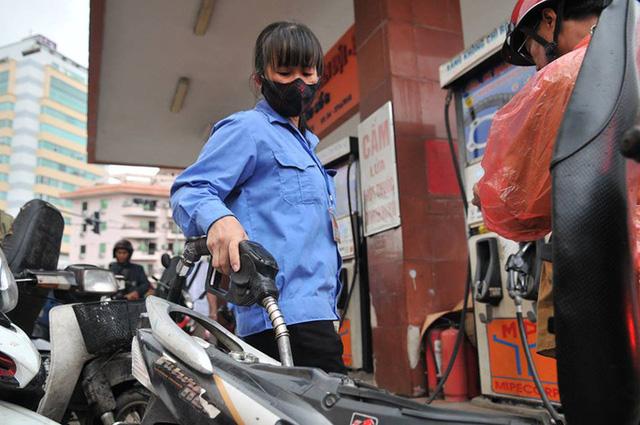Đề xuất rà soát, giảm các loại thuế xăng dầu - Ảnh 1.