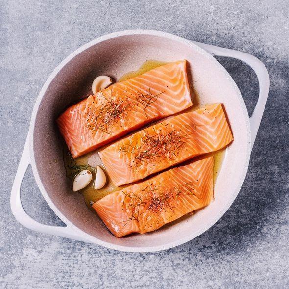 Tết Chuyên gia dinh dưỡng khuyên người sắp 40 tuổi bổ sung các loại thực phẩm tốt nhất thế giới cho sức khỏe: Giúp xương chắc khỏe, đẩy lùi lão hóa, giúp trí não minh mẫn hơn - Ảnh 2.