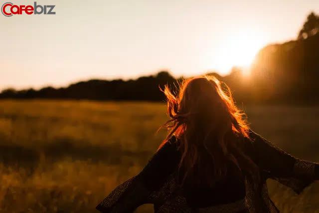 Nghiên cứu: Con người ta trước 47 tuổi, có 2 dấu mốc, nếu hành động sai sẽ ôm tiếc nuối cả đời  - Ảnh 1.