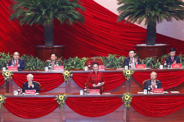 200 Ủy viên Ban Chấp hành Trung ương Đảng khóa XIII ra mắt Đại hội - Ảnh 1.