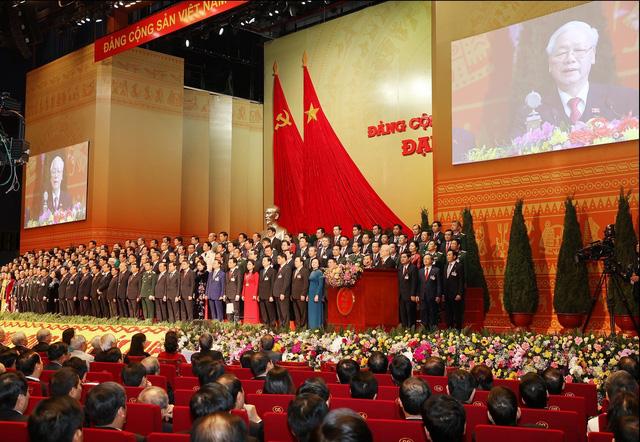 200 Ủy viên Ban Chấp hành Trung ương Đảng khóa XIII ra mắt Đại hội - Ảnh 3.
