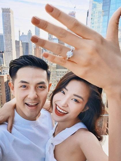 Cuộc sống đáng mơ ước của cặp đôi quyền lực Đông Nhi - Ông Cao Thắng: Sự nghiệp thăng hoa, tình yêu viên mãn, khối tài sản chung khủng tới mức phải trầm trồ - Ảnh 10.