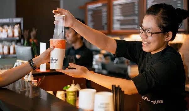 Triết lý kinh doanh khác biệt của CEO The Coffee House Nguyễn Hải Ninh: Đây là lí do anh xây dựng được chuỗi cafe hút khách hàng đầu Việt Nam - Ảnh 2.