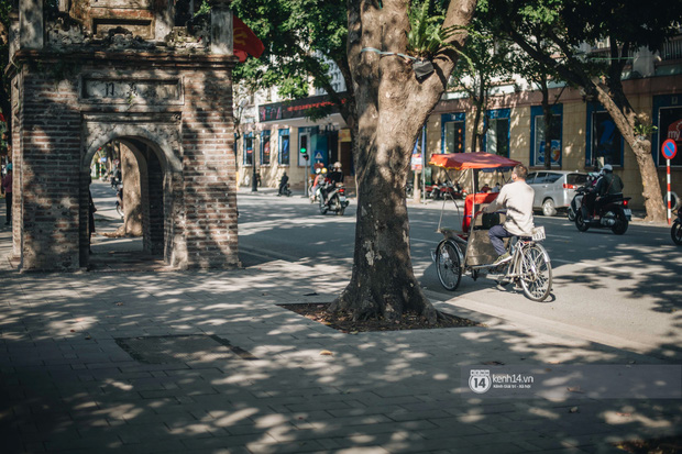 Chùm ảnh: Hà Nội đẹp nao lòng trong nắng ngày 30 Tết - Ảnh 11.