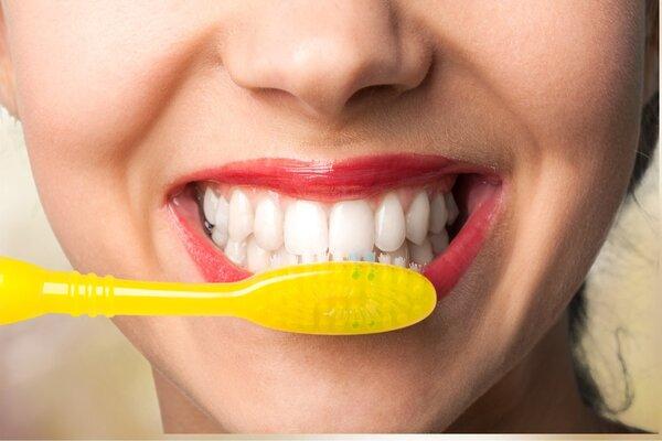 Sức khỏe bắt đầu từ hàm răng: BS nói bạn chắc chắn đang có vấn đề về răng vì chưa làm tốt 3 việc - Ảnh 1.