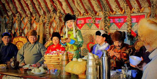 Phong tục đầu năm thú vị ở các nước đón Tết âm lịch giống Việt Nam: Nơi tắm nước nóng để tẩy trần, nơi ăn gỏi cá để cả năm dư dả tài lộc - Ảnh 12.