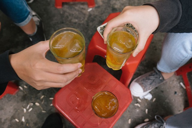 Chiếc ghế nhựa vỉa hè của Việt Nam giữa đất Seoul và bước chân người Việt sang nước Mỹ - Ảnh 2.