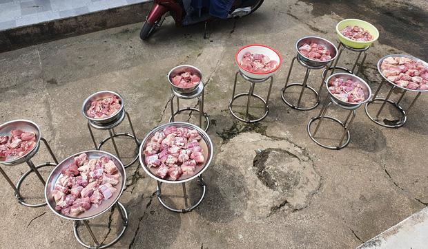 """Đã tìm ra đại gia đình có cỗ Tết """"khủng"""" nhất: 11 triệu tiền thịt, 120 trái khổ qua, 160 hột vịt nhưng chưa sốc bằng khối lượng củ kiệu - Ảnh 2."""