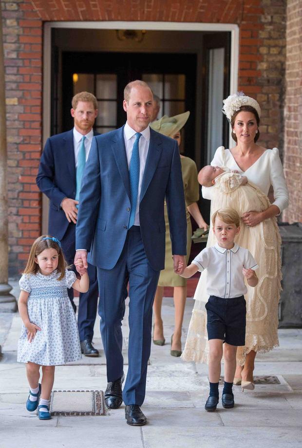 Đức Vua tương lai của Hoàng gia Anh: Những khoảnh khắc thần thái ngất trời của Hoàng tử bé George, mới 7 tuổi nhưng đã ra dáng anh cả - Ảnh 16.