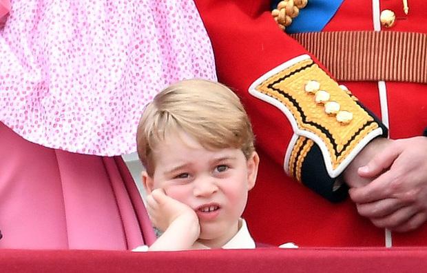 Đức Vua tương lai của Hoàng gia Anh: Những khoảnh khắc thần thái ngất trời của Hoàng tử bé George, mới 7 tuổi nhưng đã ra dáng anh cả - Ảnh 22.