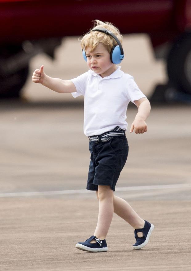 Đức Vua tương lai của Hoàng gia Anh: Những khoảnh khắc thần thái ngất trời của Hoàng tử bé George, mới 7 tuổi nhưng đã ra dáng anh cả - Ảnh 24.