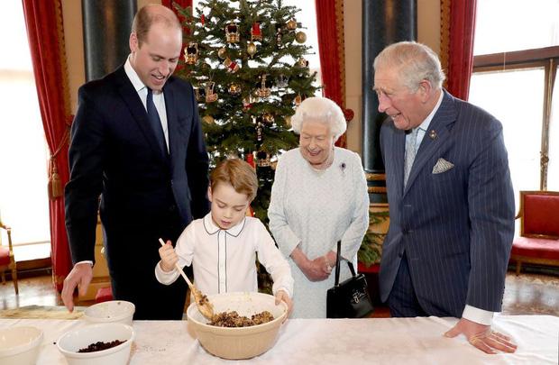 Đức Vua tương lai của Hoàng gia Anh: Những khoảnh khắc thần thái ngất trời của Hoàng tử bé George, mới 7 tuổi nhưng đã ra dáng anh cả - Ảnh 7.